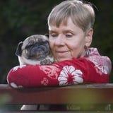 Mijn vriend de pug hond Stock Foto's