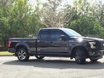 Mijn zwarte vrachtwagen stock fotografie