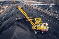 Mijnbouw bij een open kuil stock fotografie