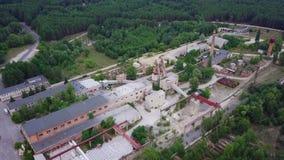 Mijnbouw en verwerkingsinstallatie, het lucht schieten stock video
