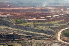 Mijnbouw in open kuil Royalty-vrije Stock Foto's