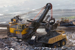 Mijnbouwvrachtwagen het werken Stock Fotografie