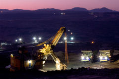 Mijnbouwvrachtwagen het werken Stock Afbeeldingen