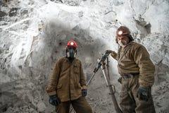 Mijnwerker binnen een goudmijn royalty-vrije stock fotografie