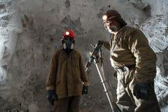 Mijnwerker binnen een goudmijn Royalty-vrije Stock Afbeelding