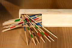 Mikado - bâtons et boîte en bois Photo stock