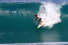 Mikala Jones che pratica il surfing al Backdoor Immagine Stock Libera da Diritti