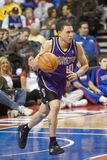 Mike Bibby traz a esfera Upcourt Foto de Stock Royalty Free