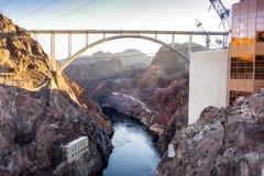 """Mike O'Callaghanâ € """"Pat Tillman Memorial Bridgeover Colorado Rive Royaltyfri Bild"""