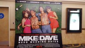 Mike und Dave Need Wedding Dates Poster im Kino Stockfoto