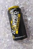 Mikes Harder Lemonade op een bed van ijs stock foto's