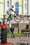 Mikhail Sukhanov †'mistrz Rosja na cykl próbie, akty w Tyumen na wakacje miasto dzień 26 07 2014Ð ³ obraz stock