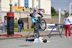 Mikhail Sukhanov kapacitet, mästare av Ryssland på en tri cirkulering royaltyfria foton