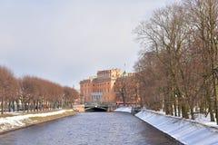 Mikhailovsky城堡和Moyka河 免版税库存图片