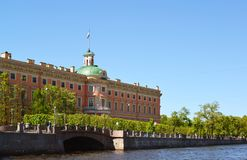 Mikhailovsky城堡在18世纪,圣彼德堡,俄罗斯被修造了 免版税图库摄影