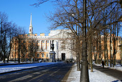 Mikhailovsky slott i St Petersburg i vintern Royaltyfri Fotografi