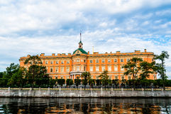 Mikhailovskykasteel op de bank van rivier Fontanka Stock Foto