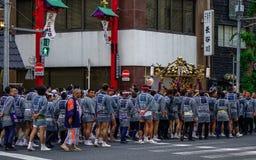 Mikoshi Matsuri节日队伍  图库摄影