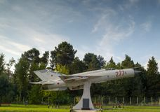Mikoyan-Gurevich mig-21 BIB-stichtingsmonument van Bulgaarse militaire luchtvaart bij de ingang van Nesebar Bulgarije Royalty-vrije Stock Foto's