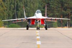 Mikoyan Gurevich MiG-29 05 BLÅTT på den Kubinka flygvapengrunden Royaltyfria Foton