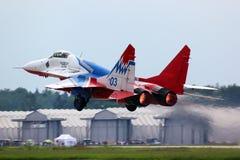 Mikoyan MiG-29 03 błękita myśliwiec odrzutowy bierze daleko przy Kubinka powietrzem dla Fotografia Stock