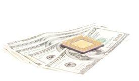 Mikrochip mit Dollarscheinen Stockbilder