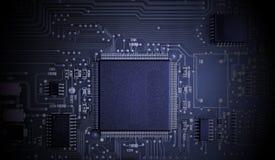 Mikrochips auf einer Leiterplatte Stockfotos