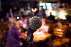 Mikrofon auf Gestellnahaufnahme Stockfotografie