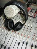Mikrofon auf Kopfhörern Stockbild