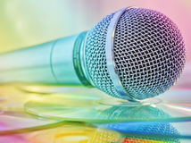 Mikrofon auf Platten Stockbilder