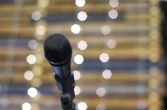 Mikrofon auf Stufe Stockfotos
