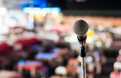 Mikrofon auf Stufe im Klumpen Lizenzfreie Stockfotografie