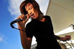 mikrofon azjatykcia śpiewu gwiazda rock Zdjęcia Royalty Free