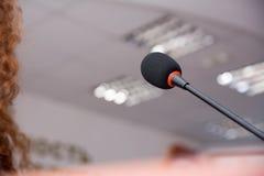 Mikrofon dla wykładowcy przy konferencją fotografia stock