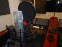 Mikrofon in einem Musikinstrument des Tonstudios Stockbild