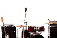 Mikrofon in einem Tonstudio mit Trommel auf Hintergrund stockbilder