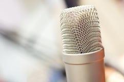 Mikrofon för radiostudioTV-sändning Royaltyfria Foton