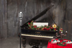 Mikrofon för tappningkrommetall i restaurangen Royaltyfri Fotografi
