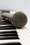 Mikrofon i elektroniczna klawiatura Obrazy Stock