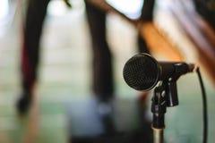 Mikrofon i konserthall Royaltyfria Foton