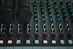 Mikrofon i mikrofon kontrola fotografia stock