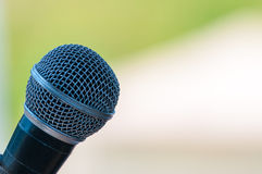 Mikrofon im Konzertsaal oder dem Konferenzsaal Stockfotografie
