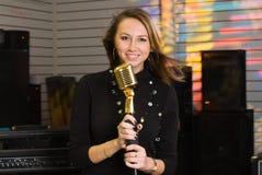 mikrofon kobieta Zdjęcia Royalty Free