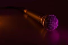 Mikrofon mit Netzkabel lizenzfreies stockfoto