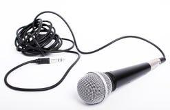 Mikrofon mit Netzkabel für Sänger stockbilder
