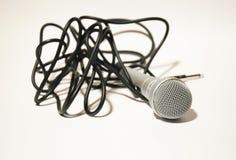 Mikrofon mit schwarzem Netzkabel Stockbild
