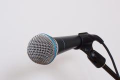 Mikrofon na bielu Fotografia Royalty Free