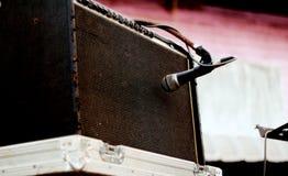 mikrofon- och högtalaremusikmusikband arkivfoto