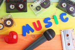 Mikrofon- och kassettband royaltyfria bilder