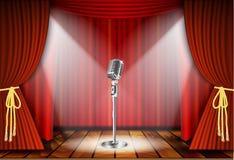 Mikrofon och röd gardin Arkivbilder